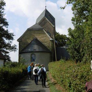 P1000878 wieder Ankunft bei der Kirche Bausenhagen